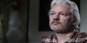 Julian Assange pide asilo a Francia