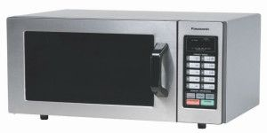 Los riesgos de calentar tu comida en el microondas