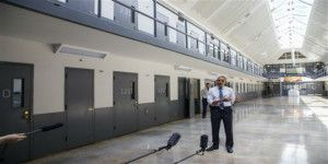Barack Obama visita una prisión federal en Oklahoma