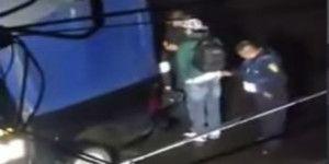 Video: policía roba a hombre durante inspección