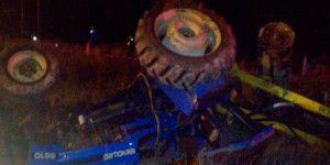 Choque entre tractor y vehículo deja dos muertos en Oaxaca