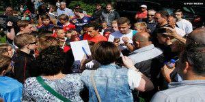 PSV homenajea a Guardado a su regreso