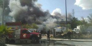 Fuerte incendio en bodega de Torreón