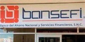 Asaltantes roban banco y se llevan ropa por error
