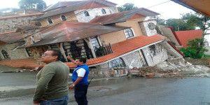 Se hunde casa en Teziutlán