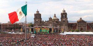 Miles bailan en el Zócalo al ritmo de la Banda El Limón