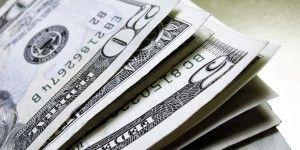 Precio del dólar baja 15 centavos