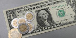Dólar cierra en 17 pesos