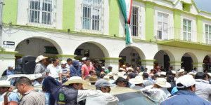 Retienen a alcalde de Tetela del Volcán