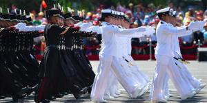 Desfilan cadetes de la SEMAR y SEDENA en China