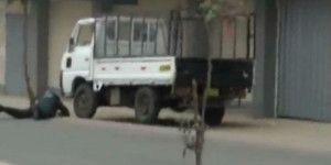 Video: explota granada en rostro de policía en Perú