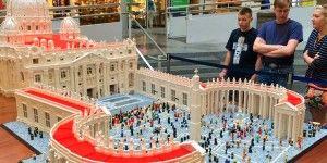 Arman con Legos Basílica de San Pedro