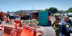 Doble volcadura en la México-Puebla deja dos heridos