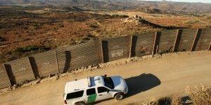 Volcadura deja seis migrantes muertos en Texas
