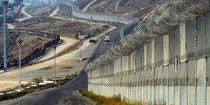 Policía Fronteriza encuentra a mexicana en compartimiento secreto