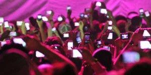 Crean funda para evitar tomar fotos en conciertos