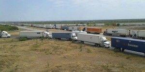 Bloquean puente internacional en Nuevo Laredo