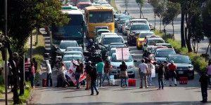 Bloqueos provocan caos vial en Constituyentes