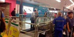 Niño muere en escalera eléctrica en China