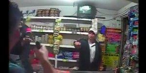 Video: dependiente de tienda frustra asalto en Tecámac