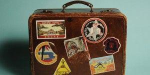 Hallan a migrante escondido en maleta