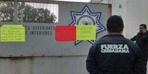 Policías mantienen paro en Michoacán