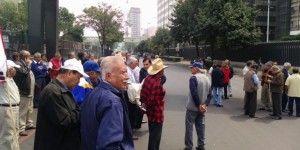 Jubilados de Pemex afectan circulación vial en Marina Nacional