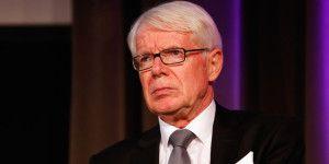 Presidente de la Bundesliga exige renuncia de Blatter