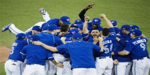 Toronto elimina a Rangers con salvamento de pitcher mexicano