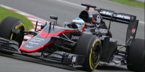 Fernando Alonso sale del GP México