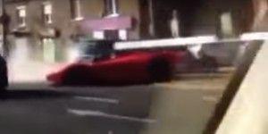 Video: hombre choca Ferrari recién comprado