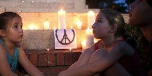 Francia guarda minuto de silencio por víctimas de atentados