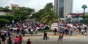 Marchan maestros del SUSPEG en Acapulco