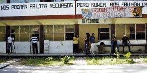 """Buscan a miembros de """"Los Rojos"""" en Normal de Ayotzinapa"""