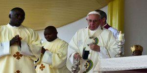 Papa Francisco llama a luchar contra el extremismo y el cambio climático