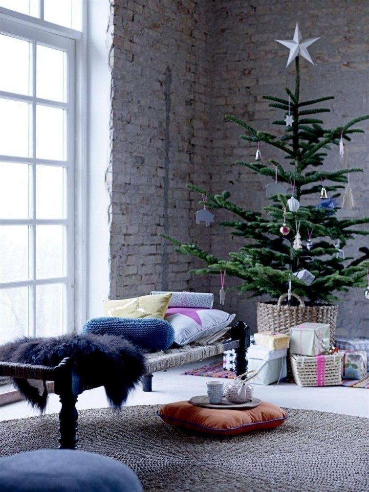 tambin hay para los ms los rboles de navidad colocados en cestas o macetas pueden ayudarte a darle un toque mucho ms fresco y permitir