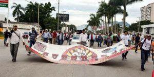 Marcha la CETEG en Acapulco contra la evaluación