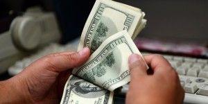 Dólar abre en 17.55 pesos a la venta