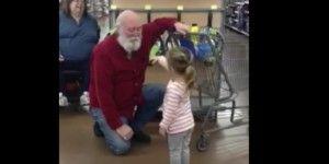 Video: niña se encuentra a Santa Claus en el centro comercial