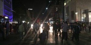 Manifestantes protestan cerrando avenida Juárez
