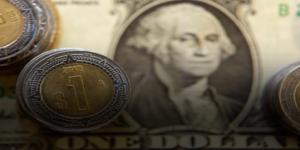 Dólar cerró en 17.66 pesos