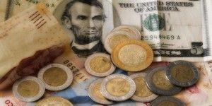 Dólar cerró en 18.56 pesos