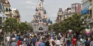 Detienen a sospechosa de planear ataque en Disneyland París