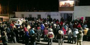 Pobladores de Axapusco retienen a funcionarios por asesinato de menor