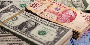 Dólar cierra hasta en 17.55 pesos a la venta