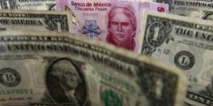 Cierra precio del dólar en 19.23 pesos