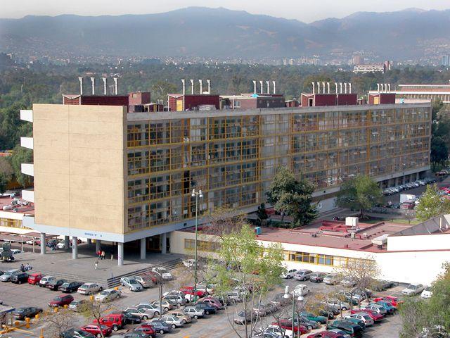 Niño de nueve años concluye diplomado en la UNAM