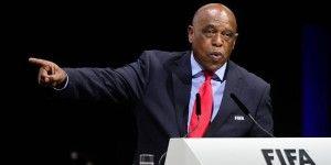 Tokyo Sexwale se baja de la contienda por presidencia de la FIFA