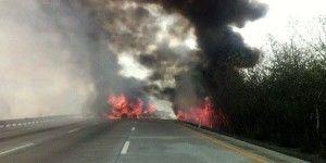 Incendio de tráiler paraliza la México-Querétaro