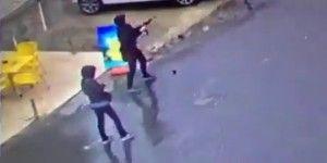 Video: el ataque de mujeres terroristas a la policía en Turquía